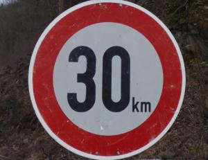 30 km - auch im Eichenhofer Weg nun in beide Richtungen